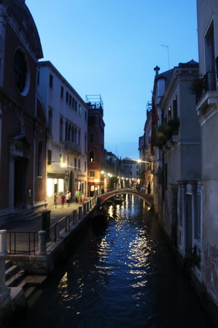 the-nat-channel-natventures-italy-venice-island-canal-night