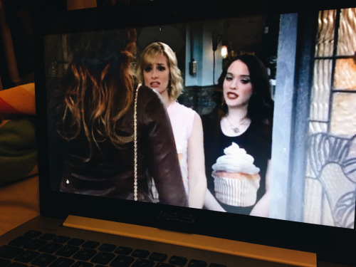 the-nat-channel-walk-through-of-my-day-night-two-broke-girls