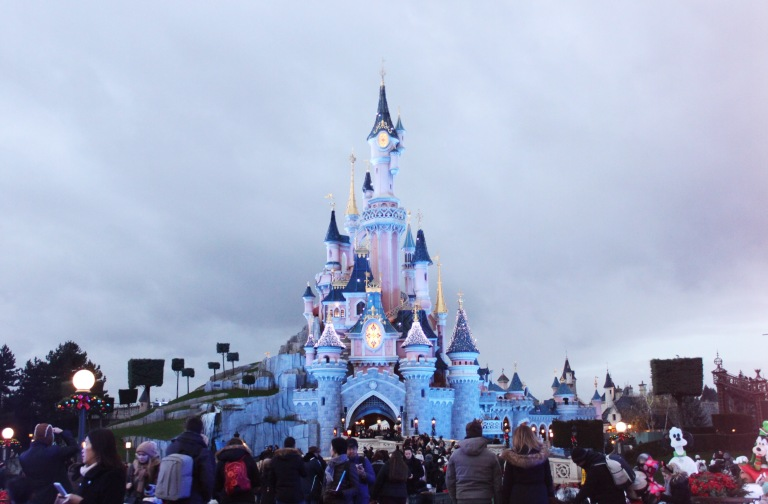 the-nat-channel-france-paris-disneyland-castle-winter