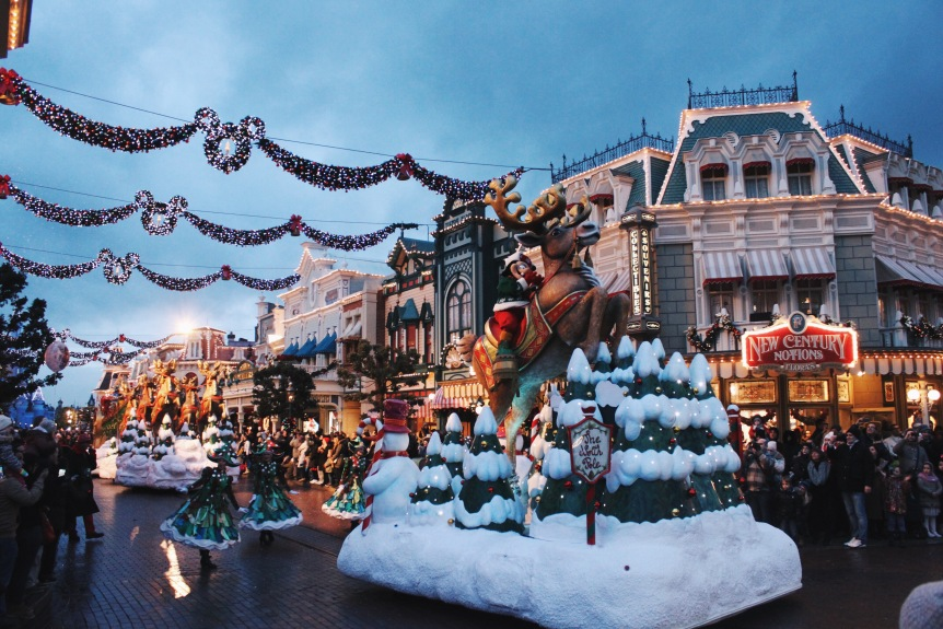 the-nat-channel-france-paris-disneyland-christmas-parade