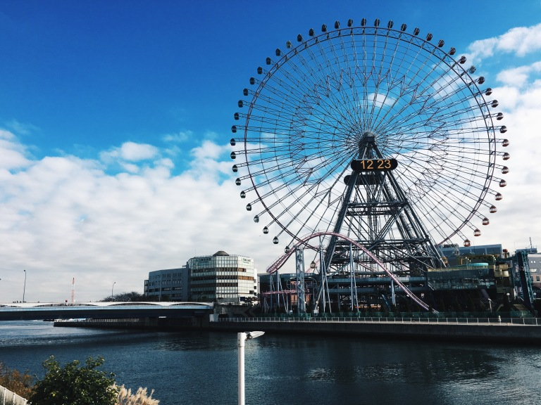the-nat-channel-japan-yokohama-minto-mirai-ferris-wheel-blue.