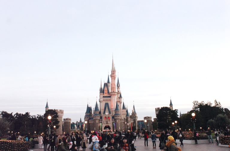 the-nat-channel-japan-tokyo-disneyland-castle-day-time