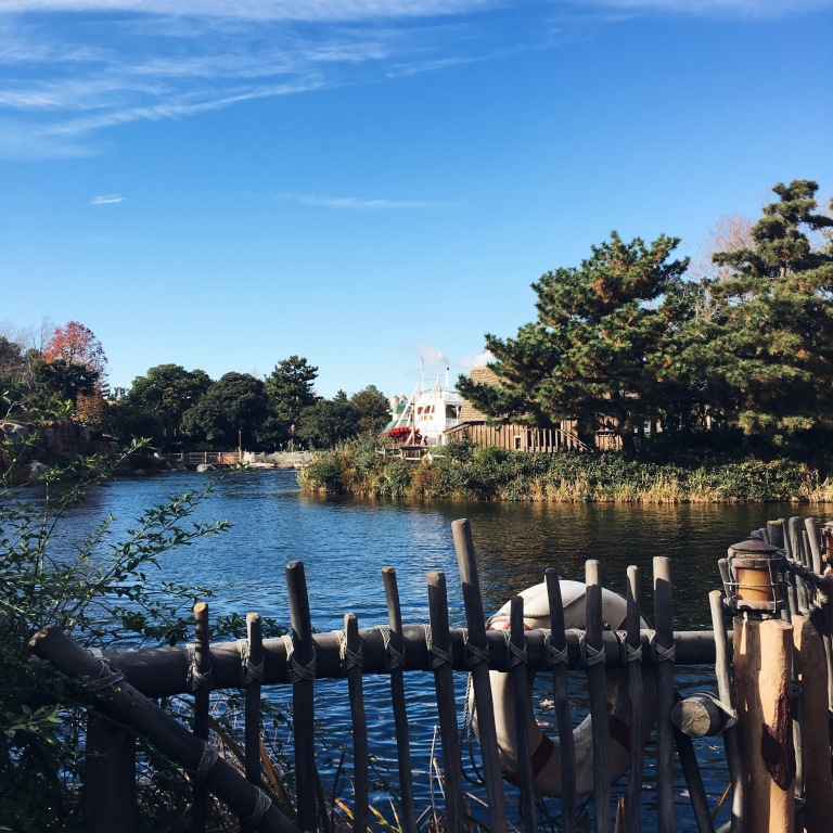 the-nat-channel-japan-tokyo-disneyland-lake