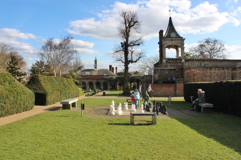 the-nat-channel-natventures-england-london-holland-park-oversized-chess