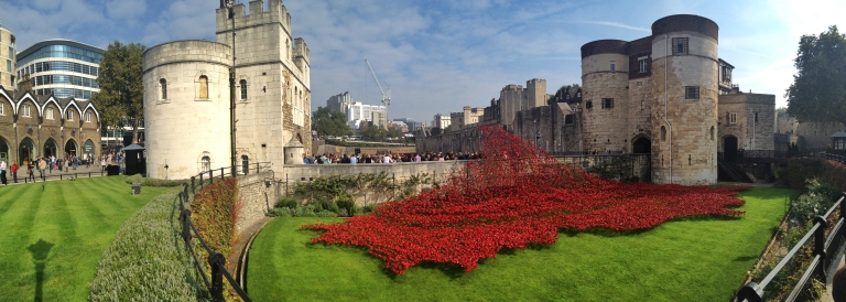 the-nat-channel-natventures-england-london-tower-of-london-ww2-memorial-blood-swept-lands-and-seas-of-red