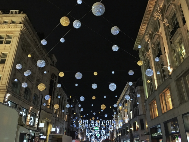 the-nat-channel-natventures-england-london-christmas-night-lights-oxford-street-balls.jpg
