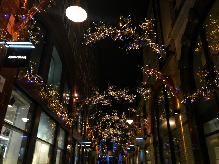 the-nat-channel-natventures-england-london-christmas-night-lights-side-streets