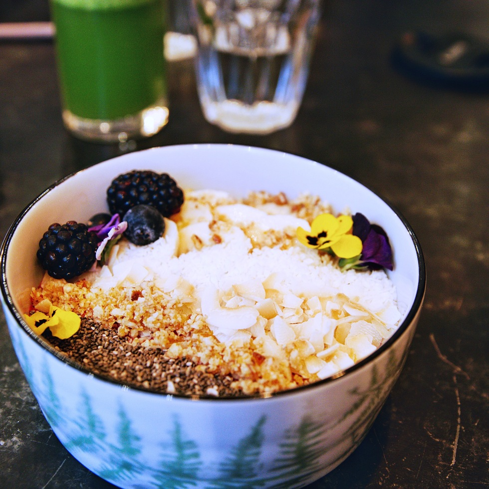 the-nat-channel-natventures-london-dayrooms-cafe-notting-hill-acai-bowl