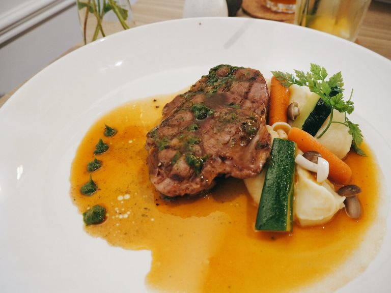 the-nat-channel-champignons-ara-damansara-oasis-square-grilled-spanish-pork-shoulder-loin.jpg