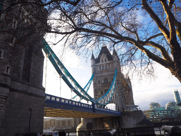 the-nat-channel-london-england-united-kingdom-tower-bridge-sunny-morning