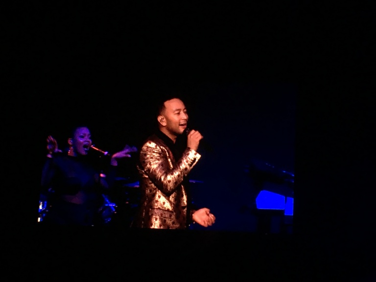 the-nat-channel-concert-malaysia-john-legend-darkness-and-light-tour-2018-genting-arena-of-stars-all-of-you-singer.JPG