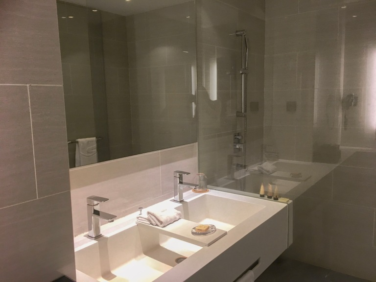 the-nat-channel-genting-highland-maxim-hotel-review-bathroom-goals-double-sink.JPG