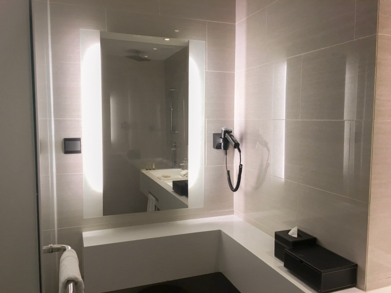 the-nat-channel-genting-highland-maxim-hotel-review-bathroom-goals-lighting-dressing-table