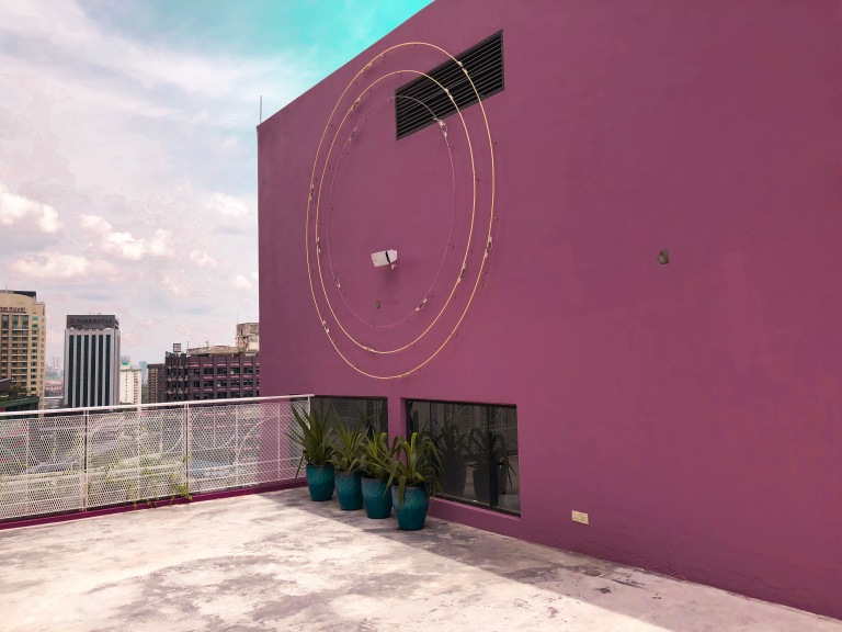 the-nat-channel-the-swimming-club-kl-journal-hotel-kuala-lumpur-rooftop-pool-pink-walls-theme.JPG