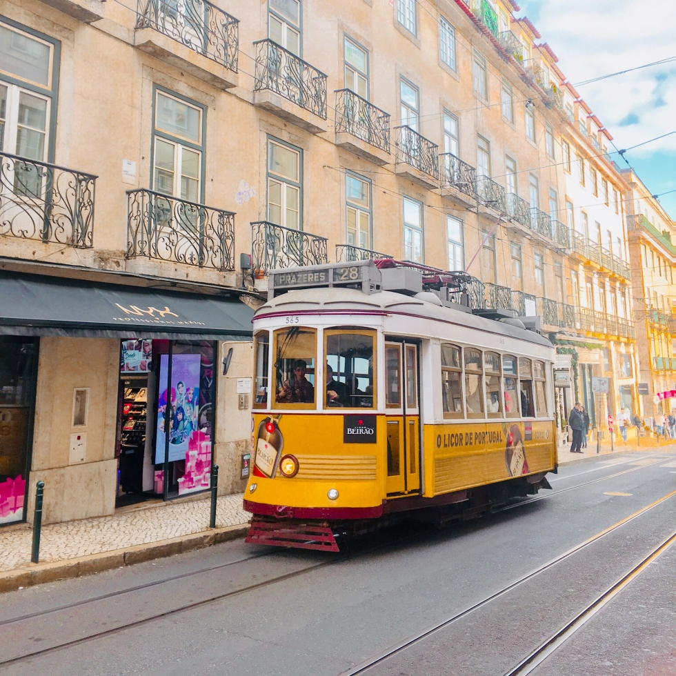 the-nat-channel-natventures-portugal-lisbon-tram-28