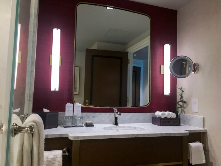 the-nat-channel-macau-parisian-hotel-cotai-strip-deluxe-room-bathroom.JPG
