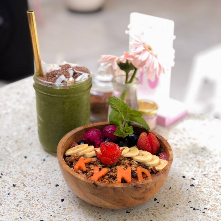 ommunity-acai-bowlthe-nat-channel-natventures-indonesia-bali-cafe-kynd-community-acai-bowl