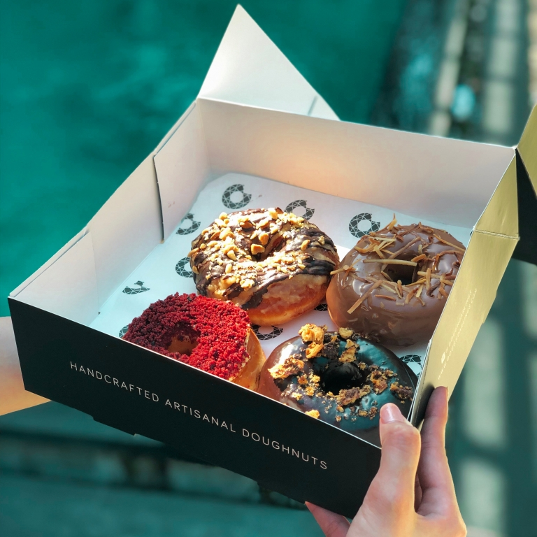 the-nat-channel-natventures-indonesia-bali-dough-darling-semiyak-cafe-doughnut-takeaway.JPG