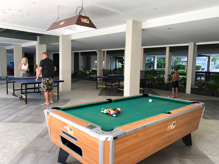 the-nat-channel-natventures-thailand-khao-lak-le-meridien-resort-activities-snooker-table-tennis-recreational-facilities