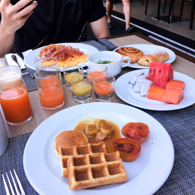 the-nat-channel-natventures-thailand-khao-lak-le-meridien-resort-breakfast