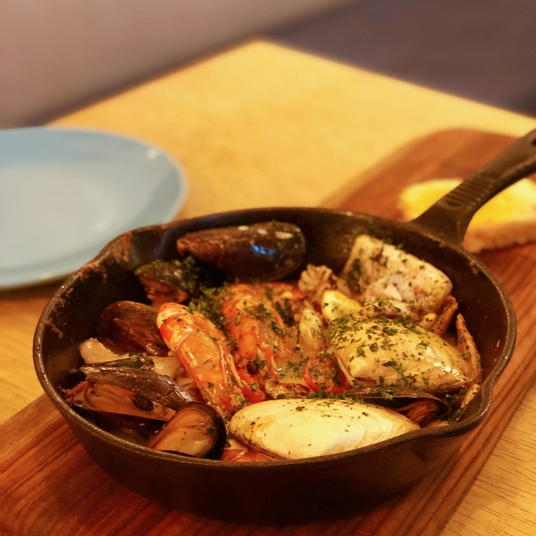the-nat-channel-southern-rock-seafood-bangsar-pot